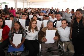 La alcaldesa Sandra Méndez durante la entrega de títulos a ejidatarios. Fotos: C. S.