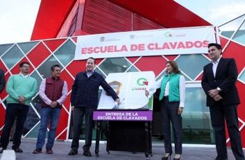 El gobernador Eruviel Ávila y la alcaldesa Sandra Méndez al momento de la inauguración; junto al gobernante, Fernando Platas. Foto: GEM