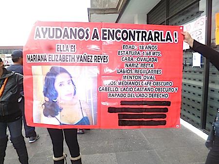 El día de ayer vecinos de la zona efectuaron una marcha para protestar contra la inseguridad; aquí, frente a la alcaldía de Ecatepec. Foto: RAH
