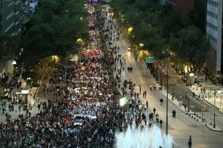 Marcha de solidaridad con los normalistas de Ayotzinapa, el día de ayer. Foto: Tomada de Reforma.com