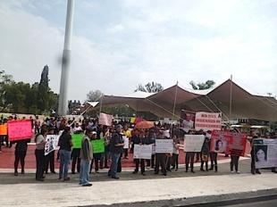 Frente al palacio municipal de Ecatepec se escucharon las reiteradas demandas