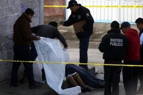 Las víctimas fueron halladas en el cruce de las calles Matamoros y Lázaro Cárdenas, en Guadalupe Victoria. Foto: Tomada de Reforma.com