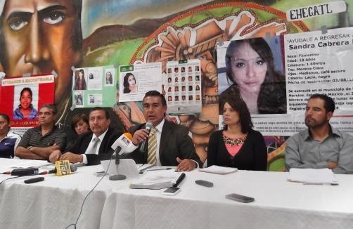 El diputado Octavio Martínez presentó un par de audios, en los que Irma Millán Velásquez, fiscal de Feminicidios en la región, reconoce que en el área desazolvada se encontraron los restos de varias personas, y no sólo de dos como la PGJEM afirmó. Foto: Jorge Villa