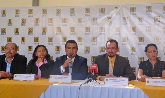 El secretario general Octavio Martínez Vargas, y el presidente Omar Ortega Álvarez, del PRD mexiquense, respectivamente; a la derecha, la secretaria de Políticas de Alianza, Ana Yurixi Leyva Piñón. Foto: CSPRD
