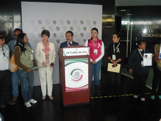 Los senadores Angélica de la Peña y Luis Sánchez recibieron a la octava regidora Susana García y a la síndico, Diana Méndez. Foto: Mary Santiago