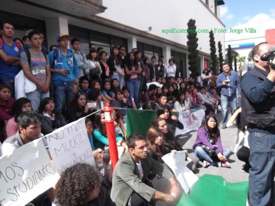 Estudiantes exigen seguridad pública en su institución; lograron que el alcalde los recibiera. Foto: Jorge Villa