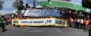 En el Día Internacional de la Erradicación de la Violencia contra las Mujeres, familiares de víctimas, simpatizantes, militantes perredistas y líderes de organizaciones sociales clausuraron simbólicamente la Procuraduría General de Justicia del Estado de México y formaron una cadena humana exigiendo que se decrete la Alerta de Género. Fotos: CSFPI