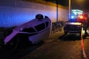 El conductor falleció al impactar su auto sobre una base de concreto. Foto: Tomada de Reforma