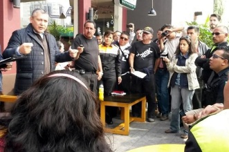 El subsecretario de Gobierno del Valle de México Zona Nororiente, Carlos Preza Millán, convenció a los uniformados de levantar el bloqueo