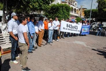 """El dirigente del Consejo Estatal de Organizaciones Ciudad de México (CEO-CDM) Pepe Alcaraz García  señaló que ésta es """"una caminata pacífica, simbólica, de 43 x 43 personas en marcha, cada una en representación de cada uno de los muchachos desaparecidos. Fotos: DIFUNET"""