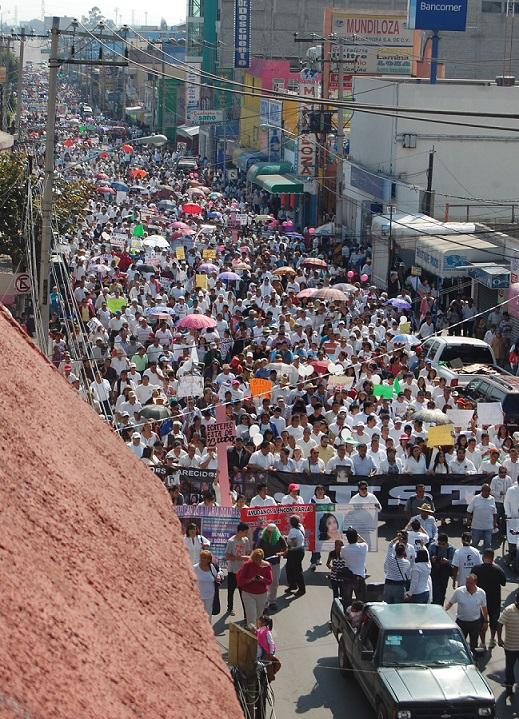 Aquí, el grueso del contingente de la marcha; otros grupos fueron incorporándose en la plaza central. Foto: CSOMV