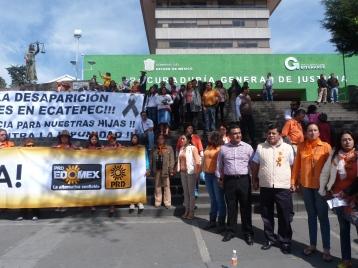 Manifestación pacífica frente a la PGJEM en Toluca, estado de México