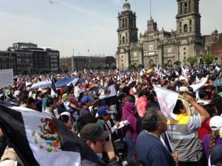 Vista parcial del Zócalo durante la participación de los oradores