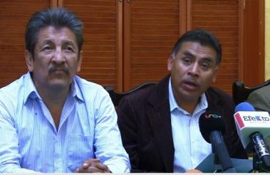 Gildardo González Bautista (d) hizo la convocatoria por parte de AMOS a los dirigentes sociales a reunirse el próximo martes 25 de noviembre en la Cabeza de Juárez. Fotos: Difunet