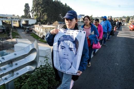 Una marcha que inició en Iguala ya está cerca de la ciudad de México. Foto: Difunet