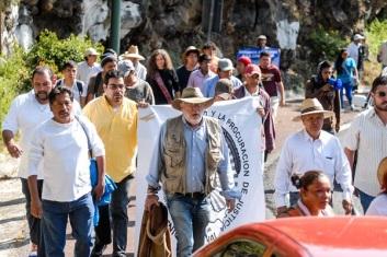 Javier Sicilia llamó también a no bajar la guardia y a alzar el tono de la exigencia dentro de la no violencia y dijo que lo que une a la Nación es la dignidad de México. Fotos: DIFUNET