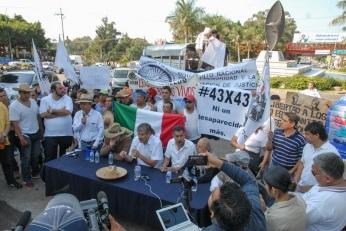 José Alcaraz, del Consejo de Organizaciones de la Ciudad de México y convocante de la marcha, dijo que durante el paso por las comunidades, lo que la población en los municipios ha expresado es miedo para salir a manifestarse