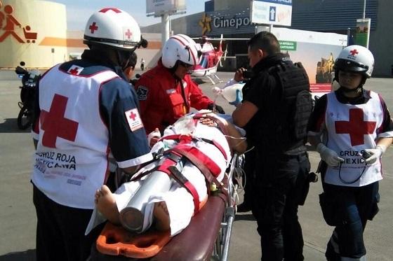 Los heridos fueron atendidos por paramédicos y trasladados a la Cruz Roja Zona Norte, en Neza. Foto: Tomada de Reforma