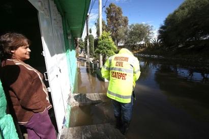 La madrugada de este jueves el agua alcanzo alrededor de 80 centímetros de altura. El gobierno de Ecatepec dijo que no se dañaron hogares. Foto: CSE