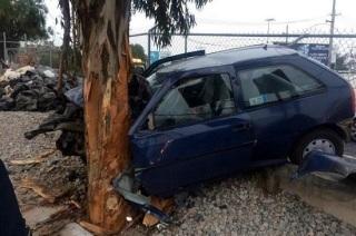 Al llegar a la altura de la estación del Metro Río de los Remedios, el conductor perdió el control del automóvil. Foto: Tomada de Reforma