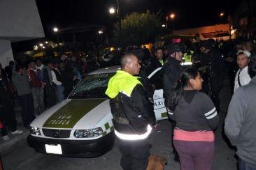TOLUCA: Un taxista fue confundido con asaltante y también se lo llevaron. Foto: Tomada de Reforma