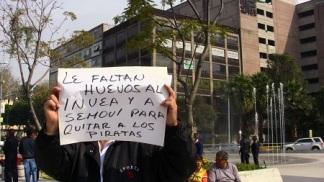Los taxistas están molestos contra las autoridades que no paran la ilegalidad