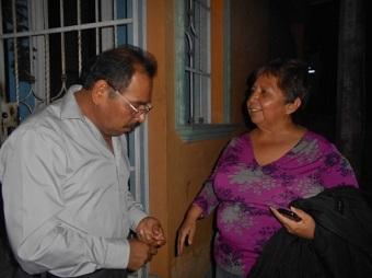 El maestro Pablo García García da la bienvenida a la poeta  Voz de Orquídea, Dolores Reyes Herrera