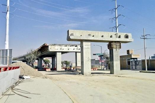 Aún sin concluir la construcción del distribuidor vial de Salvador Díaz Mirón y 5 de Mayo, en los límites de Toluca y Metepec. Foto: Tomada de Reforma