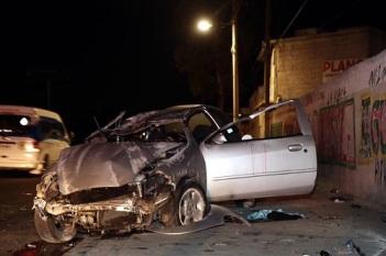 El accidente ocurrió cerca de las 04:30 horas a la altura de la calle Corregidora, en el pueblo de Santo Tomás Chiconautla, en dirección hacia la Autopista México-Pirámides. Foto: Tomada de Reforma