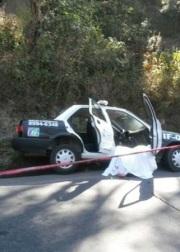 El comisario circulaba en la patrulla IF017, acompañado de otro policía cuando uno o varios sujetos que iban en una camioneta dispararon en su contra. Foto: Tomada de La Jornada
