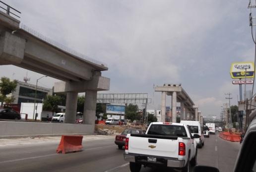 En la Vía López Portillo, distribuidores viales tardaron hasta 18 meses para su funcionamiento. Foto: Jorge Villa/Archivo