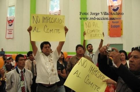 No a la imposición, denunciaban opositores a Roberto Riovalle en el deportivo Siervo de la Nación, en Ecatepec.  Foto: Archivo/Jorge Villa