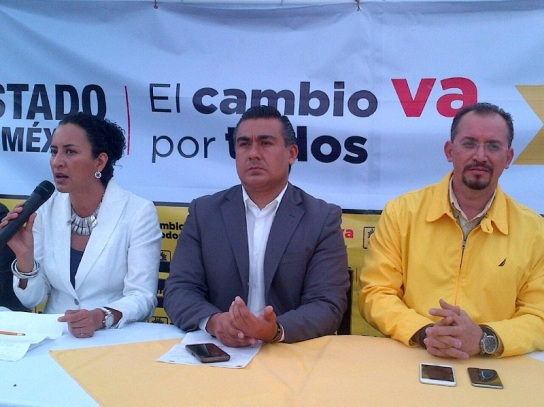 Precandidatos a las alcaldías de Toluca y Ecatepec, en ese orden, Ana Yurixi Leyva Piñon y Octavio Martínez Vargas, y el presidente estatal del PRD, Omar Ortega