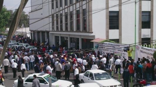 Al término de la junta de los transportistas en el centro de San Cristóbal, en Ecatepec. Foto: Jorge Villa