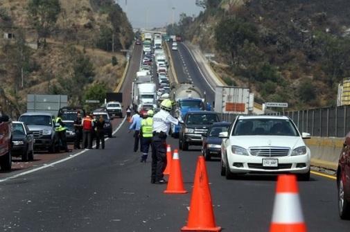 El accidente ocurrió cerca de las 13:00 horas en el kilómetro 16 en dirección a Toluca. Foto: Tomada de Reforma