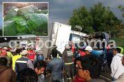 En la carretera federal a Toluca; el tráiler provocó una carambola de 8 autos. Foto: Reforma