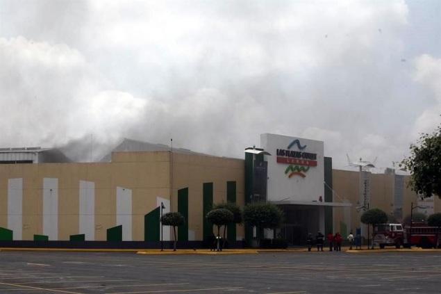 Plazas Outlet del municipio de Lerma, estado de México; en el restaurante La Mansión resultaron tres víctimas. Foto: Tomada de Reforma