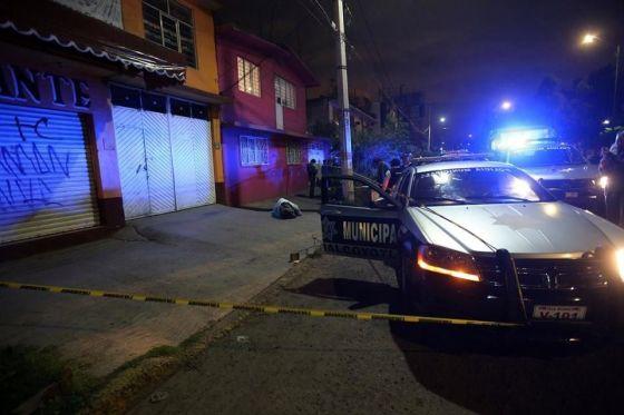 De acuerdo con los testigos, Chávez Ventura fue atacado por los ocupantes de un vehículo Honda, color gris, quienes escaparon después del ataque sin que se hubieran logrado observar sus características. Foto: Reforma