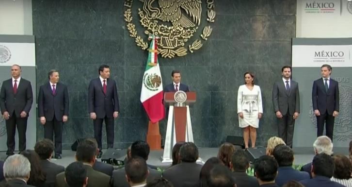 """Peña anunció diez cambios en su equipo de gobierno en un acto en Los Pinos. Dijo que """"es ahora momento de consolidar los esfuerzos de transformación""""."""