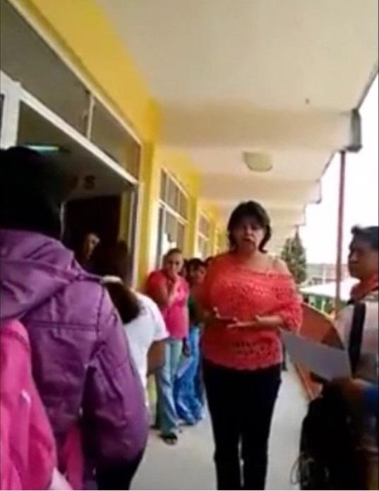 """Martha Matus Puga, directora de la Escuela Primaria """"Niños Héroes"""", en el municipio de Coacalco, fue separada de su cargo. Foto: Video"""