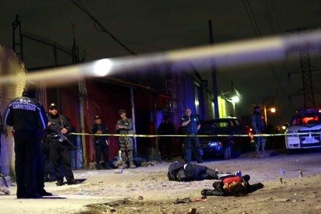 Una pareja fue ejecutada en Jardines de Santa Clara, al parecer por asuntos de la venta de drogas. Foto: Tomada de Reforma
