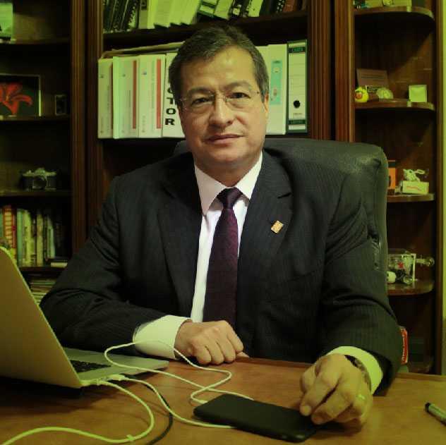 El rector de la Universidad de Cuautitlán Izcalli, Juan Manuel Gutiérrez Pilloni, falleció luego de impactar su vehículo contra un camión de carga en la autopista Toluca-Valle de Bravo. Foto: Énfasis